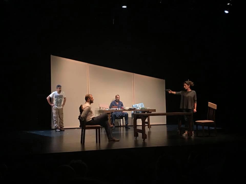 مشاهد من مسرحية الإعتراف دوار الشمس بيروت.jpg