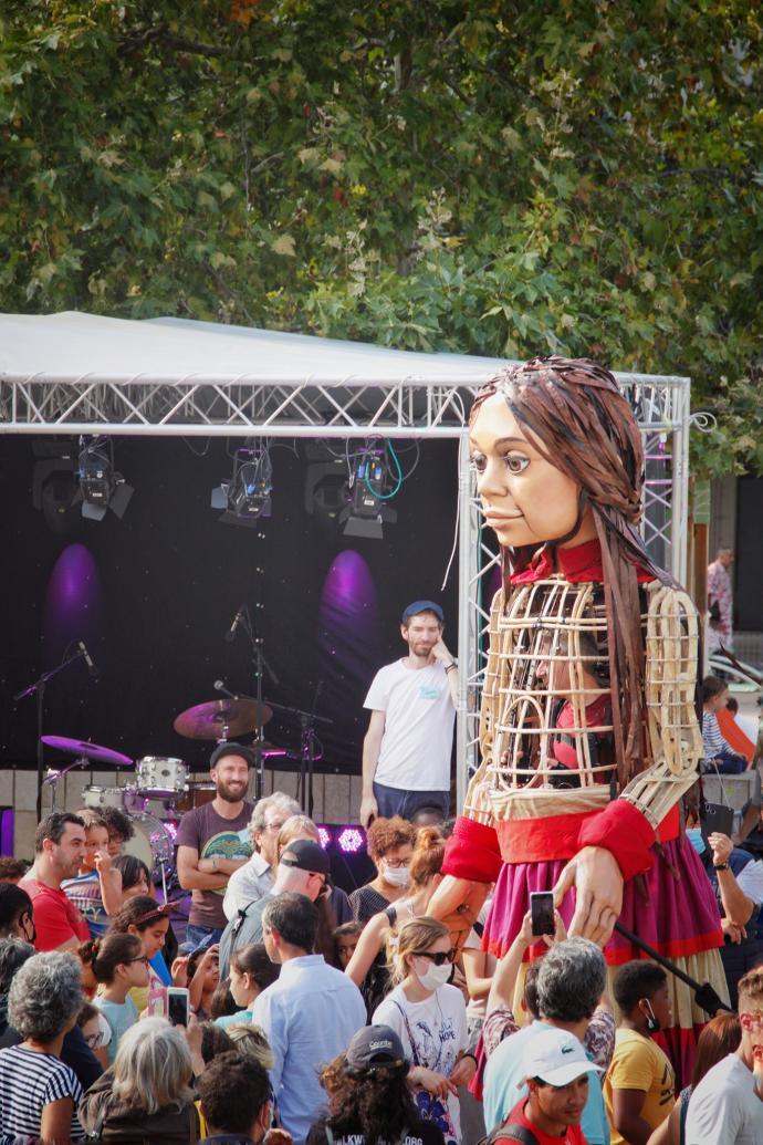 ليون- الدمية أمل على المسرح (تلفزيون سوريا)