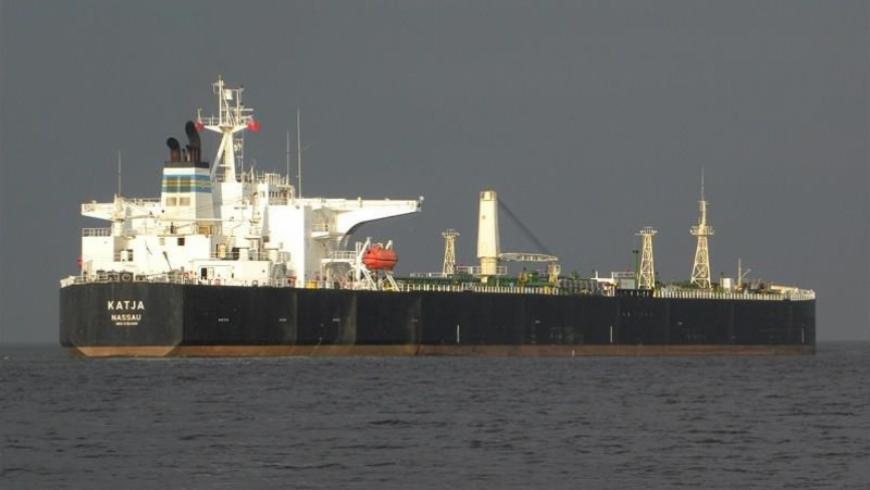 ناقلة نفط إيرانية ترسو في بانياس.. هل تنهي أزمة البنزين؟ (صور)